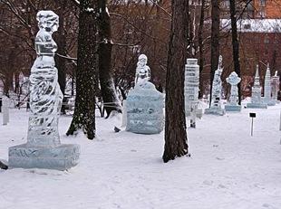 Ледяны скульптуры в аптекарском саду