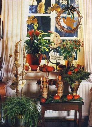 Рождественная композиция из зимнецветущих растений